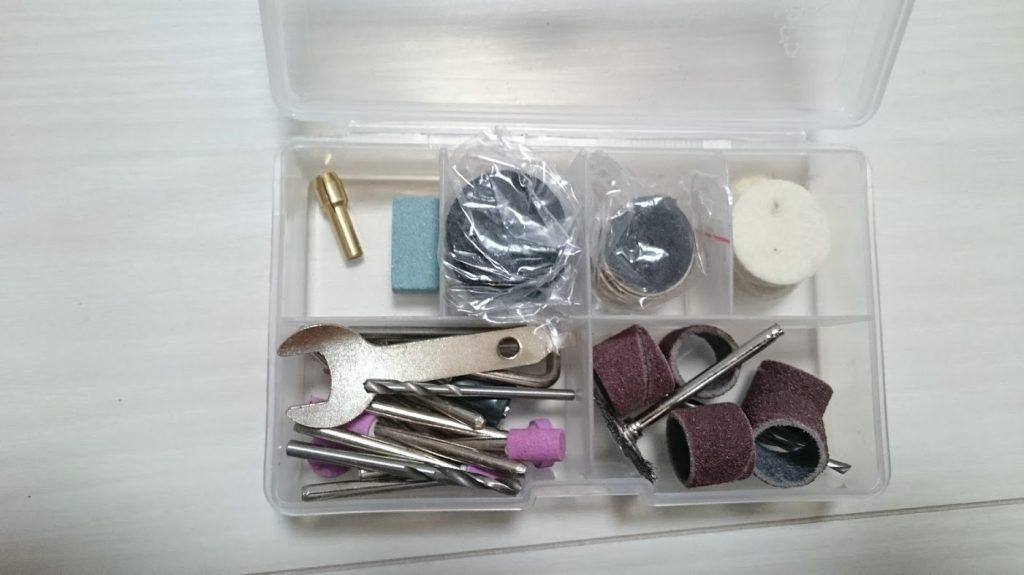 切断砥石やダイヤモンドやすり、バフなど一通りのアタッチメントが付属。