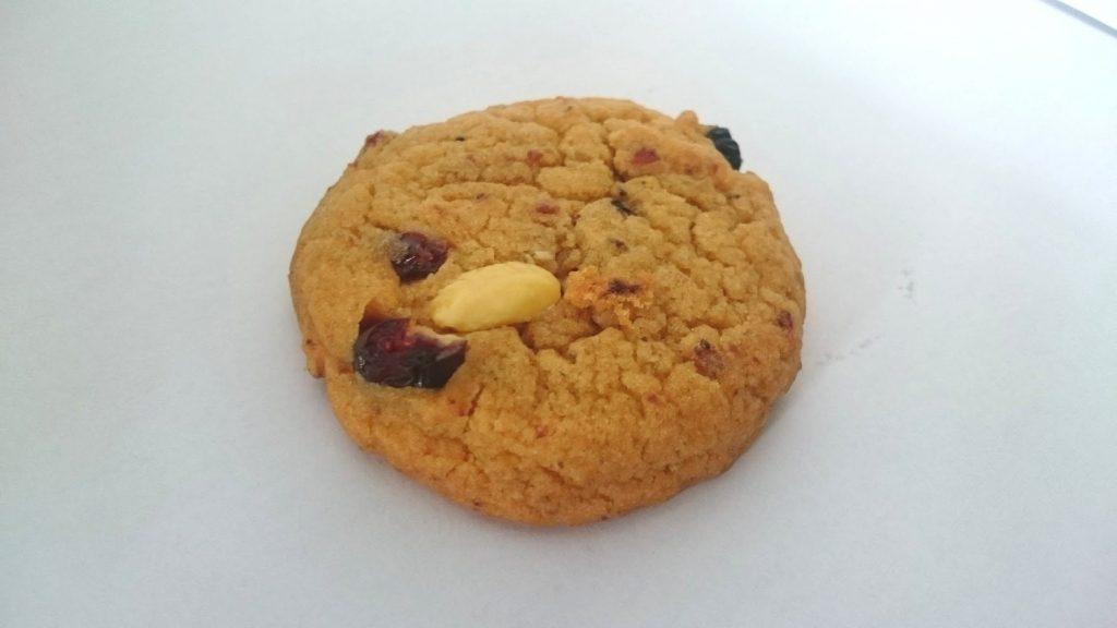 メルバの「ソフトマフィンクッキー ブルーベリー」はこんな感じのクッキーが8枚入ってます。