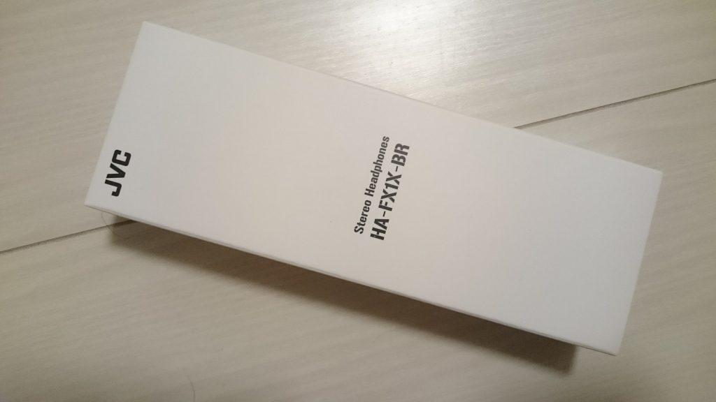 JVCのカナル型イヤホンHA-FX1X-BRのパッケージは開けやすい紙製。