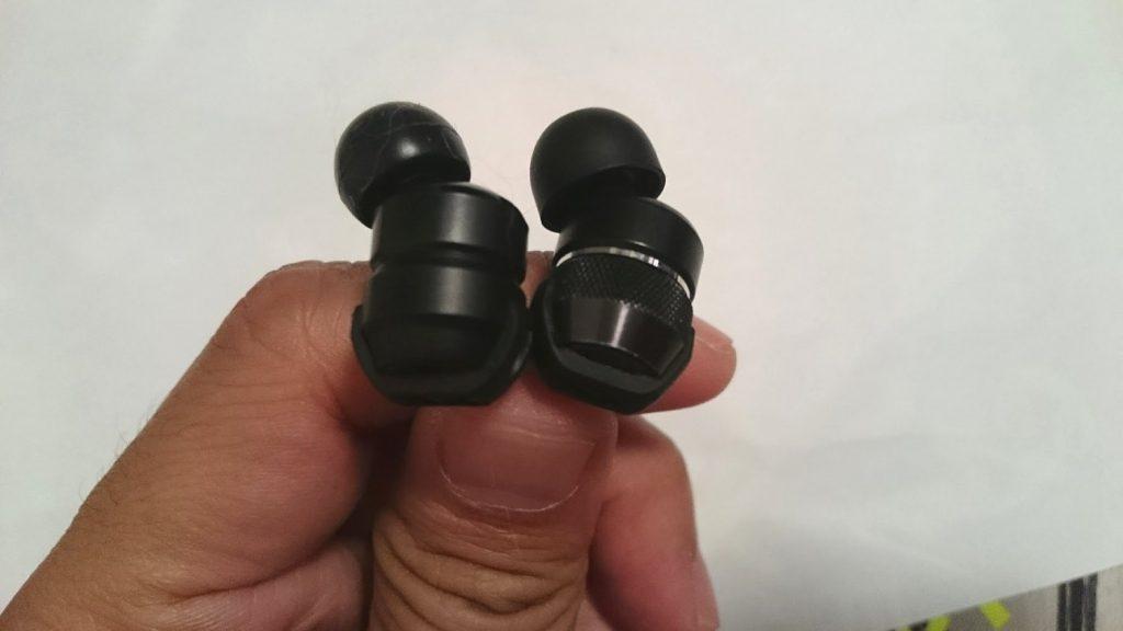 JVCのカナル型イヤホンHA-FX1X-BRとHA-FX3Xの比較その1。