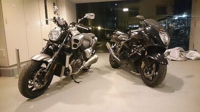 YAMAHA V-MAX 1700とSUZUKI GSX1300R HAYABUSA
