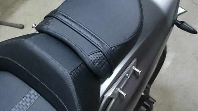 Honda純正部品の荷掛フックを装着したところ。