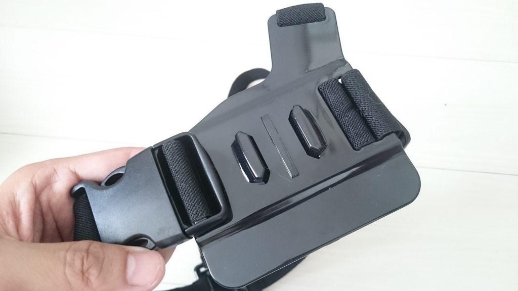 チェストマウントタイプのショルダーストラップのカメラ保持プレート。