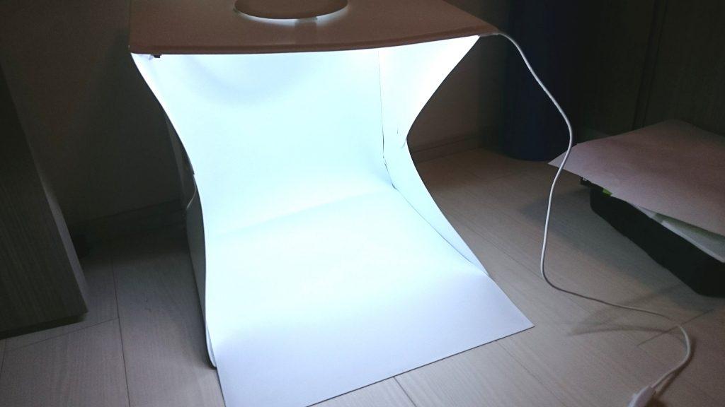 WL JUST「LED撮影ボックス」の完成形はこんな感じ。