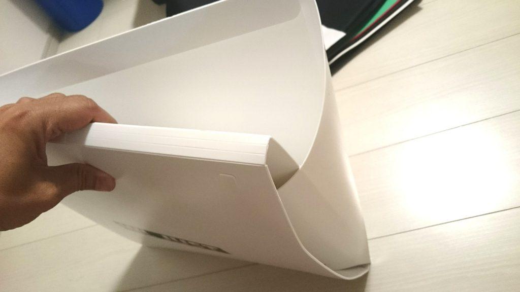 WL JUST「LED撮影ボックス」は力任せに引っ張って展開します。