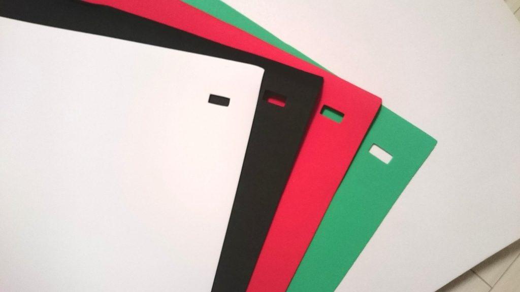WL JUST「LED撮影ボックス」には4色の背景用フェルト布が付いています。