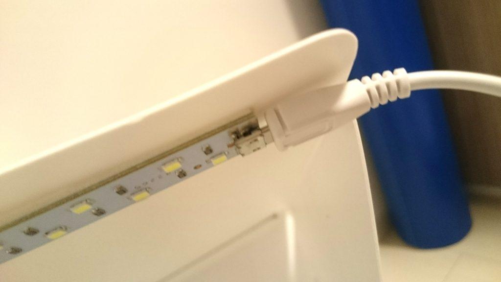 WL JUST「LED撮影ボックス」にはLED照明が2列付いています。