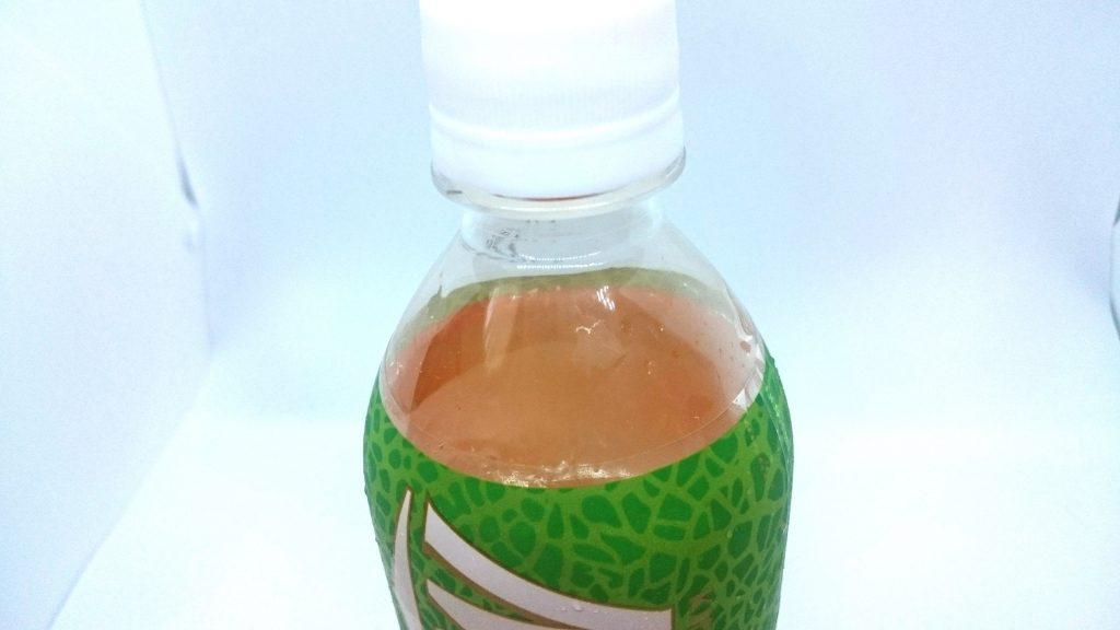 「キリン メッツメロン」は強炭酸なので噴出防止策として内容量控えめ。