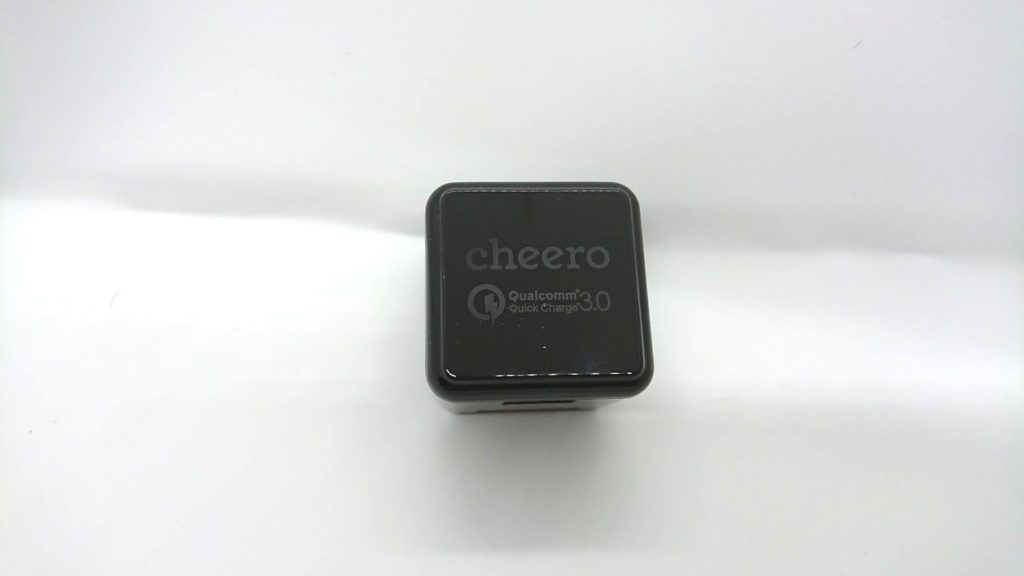 cheero Quick Charge 3.0 USB ACアダプタ CHE-315-BKの正面。