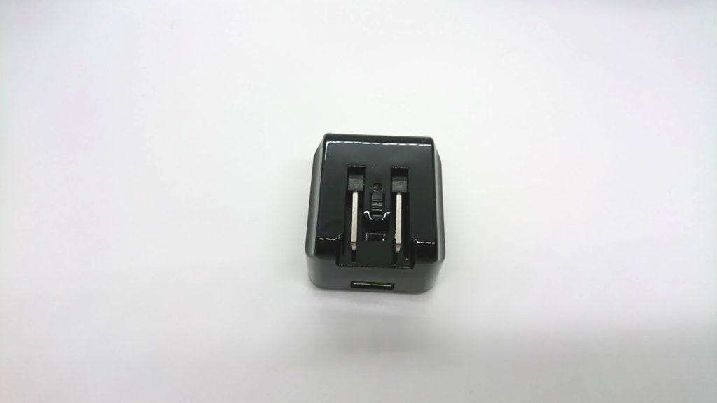 cheero Quick Charge 3.0 USB ACアダプタ CHE-315-BKのコンセント部分は折りたたみ式。