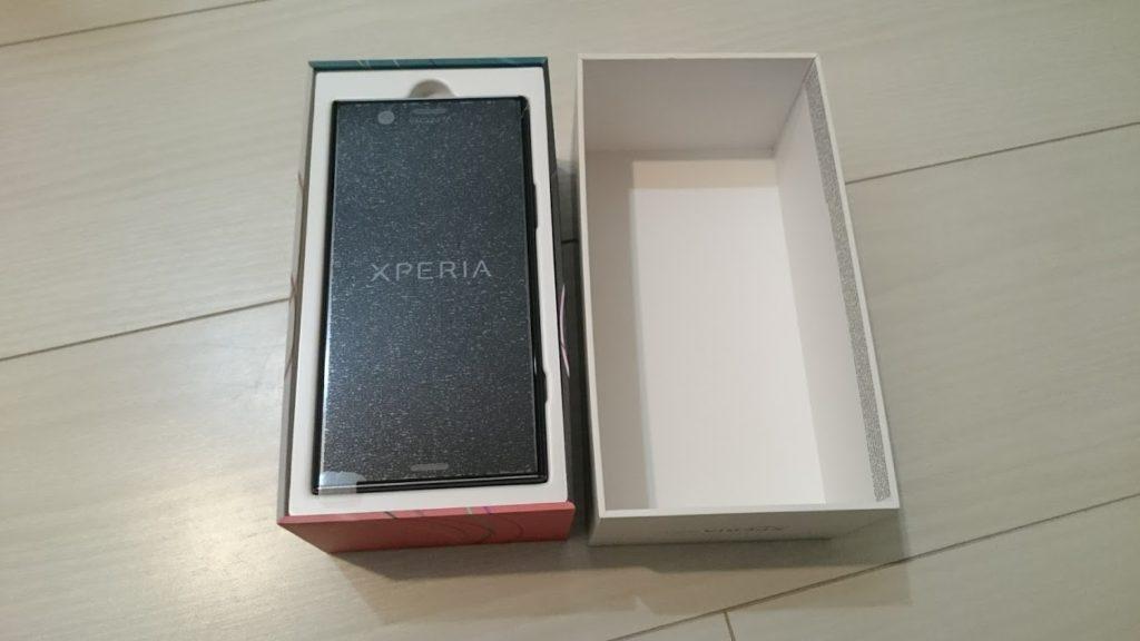 Xperia XZ1 compactの箱を開けたところ。