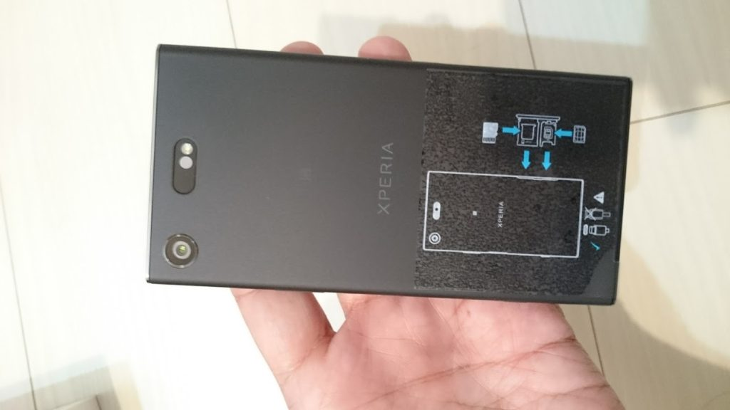 Xperia XZ1 compactの背面はマットな質感の樹脂製。