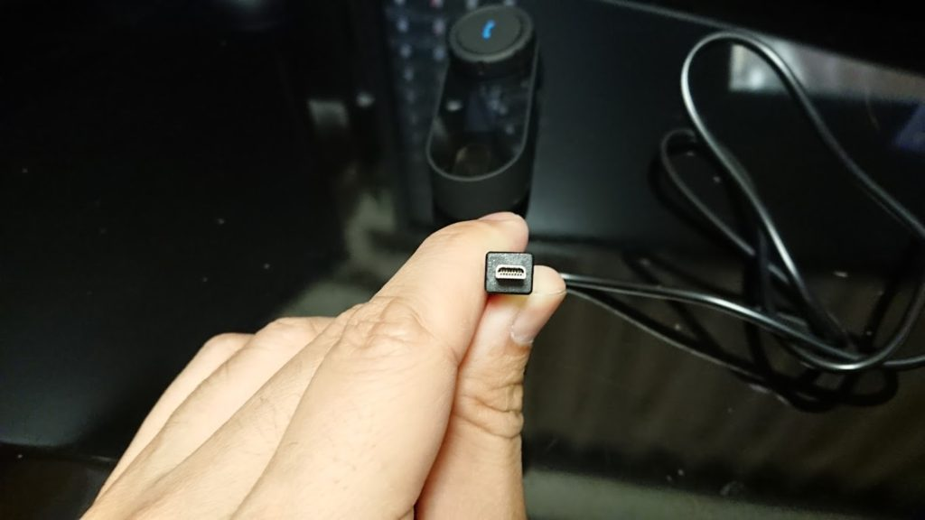 Freedconn バイク用 インカムにはミニUSB8ピン平形の充電ケーブル付き。