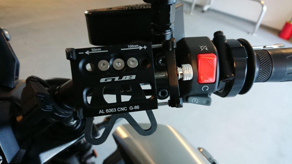 Docooler 自転車電話ホルダーをハンドルに取り付けたところ。