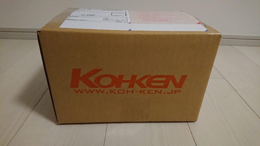 光研電化から送られてきた箱。