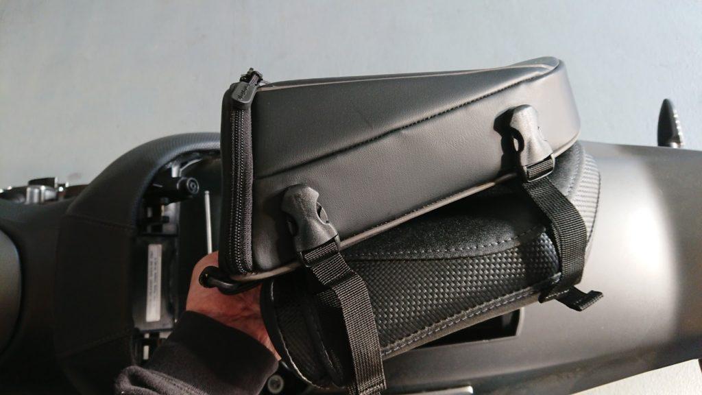 ヘンリービギンズ「DH-708シートバッグ」をシートに仮組み。