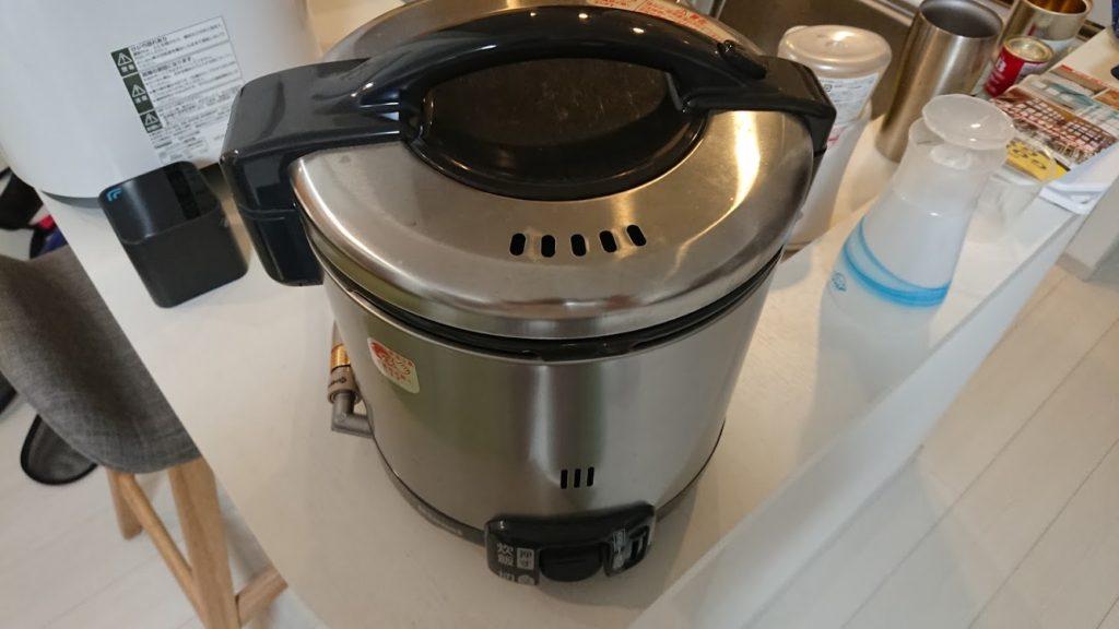 ツインバード「精米御前 コンパクト精米器 MR-D428W」で磨いた白米を炊飯。