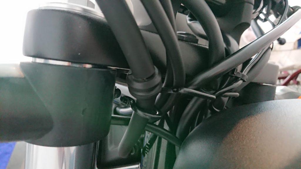 KIJIMA「レブル用ハンドルバー」の取り付け後、グロメットが下がらない。