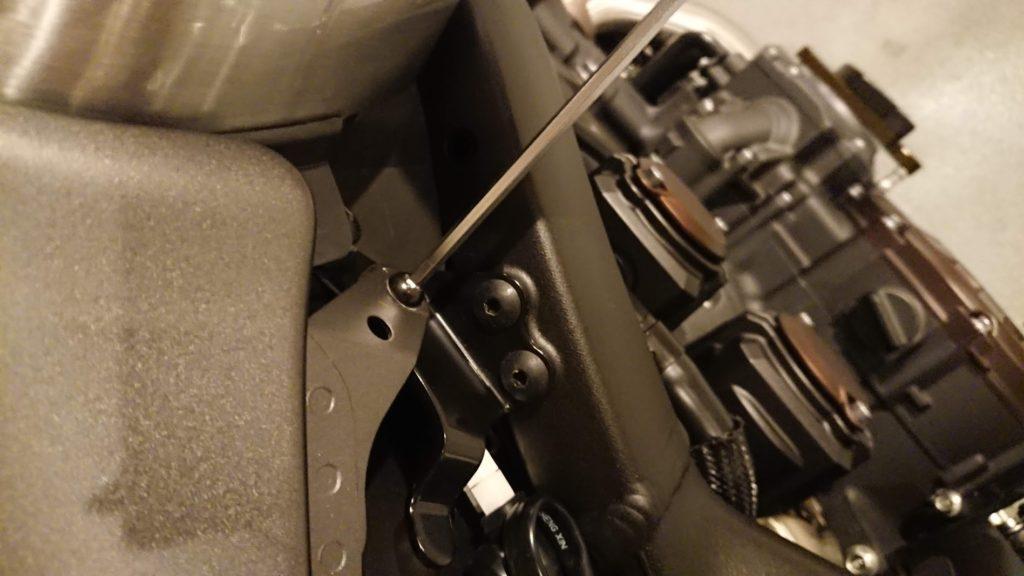V-MAXのバッテリー交換手順その1。