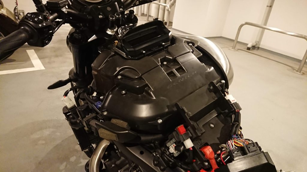 V-MAXのエアクリーナーボックス。