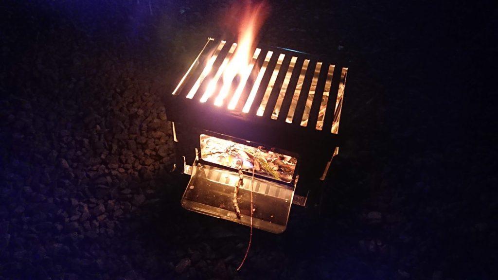 笑's コンパクト焚き火グリル 「B-6君」シーズニング中。