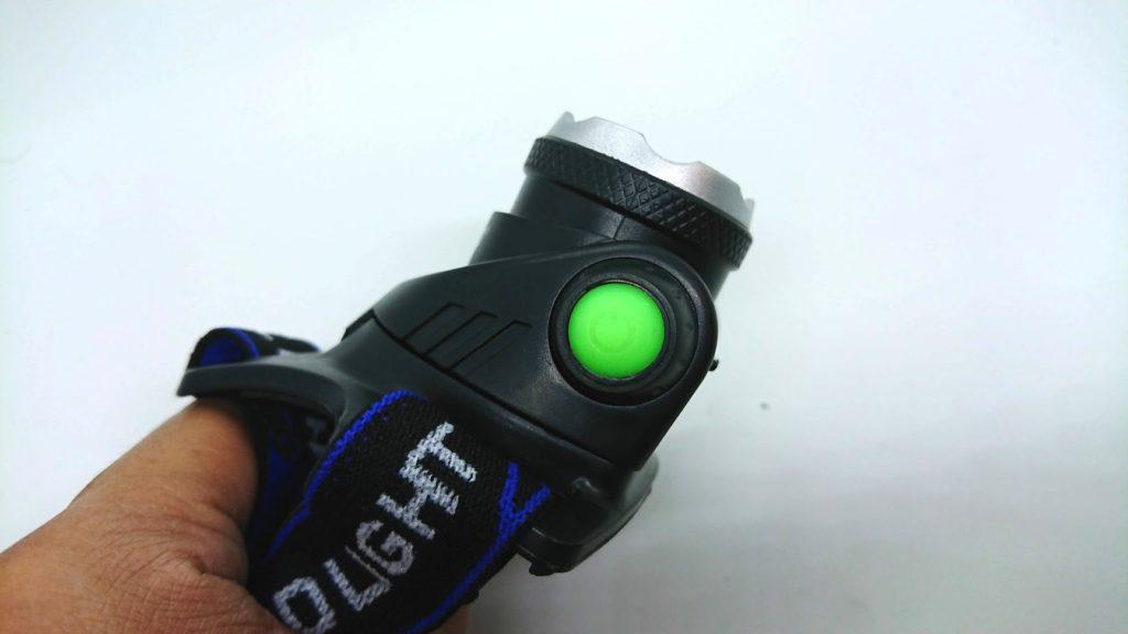 ノーブランドヘッドライトの右側にはスイッチ。