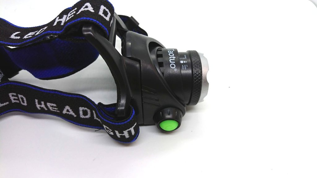 ノーブランドヘッドライトのライトは角度調節可能(1)。