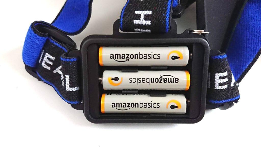 ノーブランドヘッドライトに電池を装着。