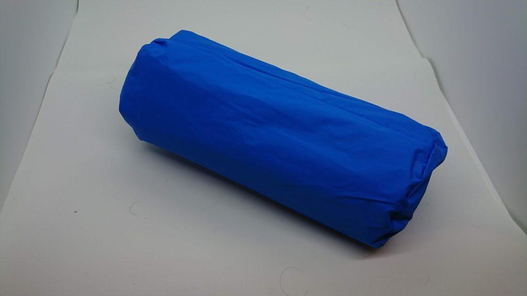ノーブランドの「エアーピロー付きキャンプマット」の外袋。