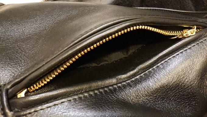 Vanson「b」のポケット内張りは黒。