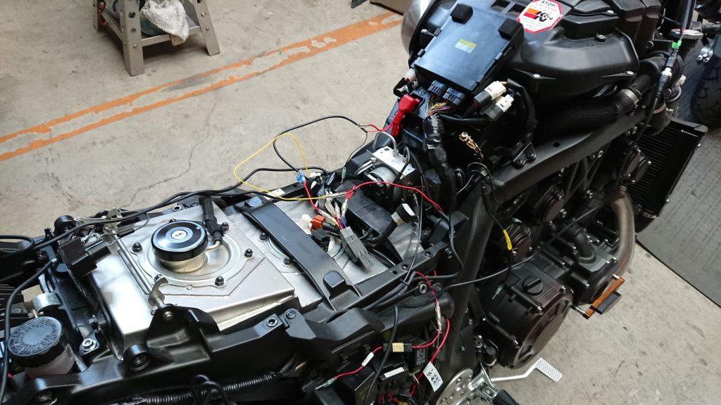 VSYSTO P6F装着前にケーブルを引き直してもらう。