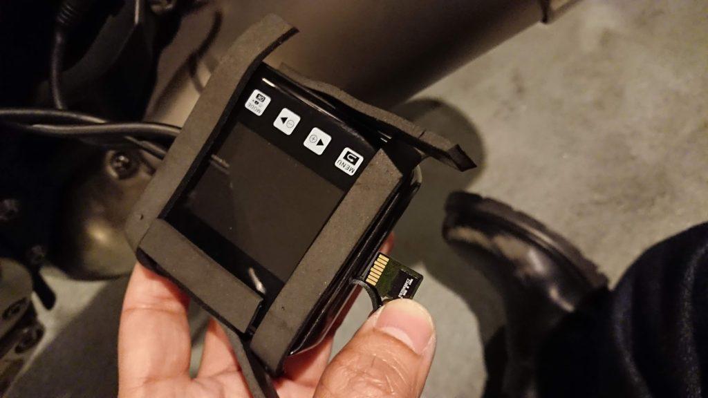 VSYSTO P6Fにカードを挿入。