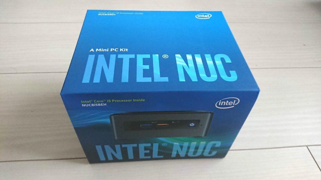 Intel「NUC8i5BEH」の箱。