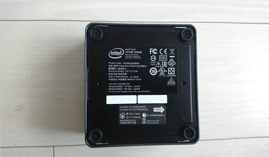 Intel「NUC8i5BEH」の底面。
