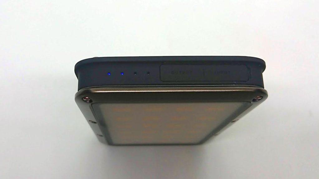 LUMENA「LUMENA2」のバッテリー残量チェックLED。
