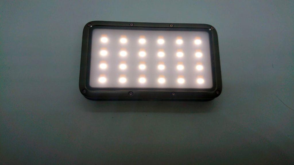 LUMENA「LUMENA2」の昼光色(5700K)点灯。
