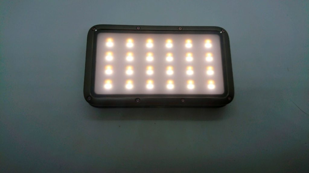 LUMENA「LUMENA2」の昼白色(4500K)点灯。