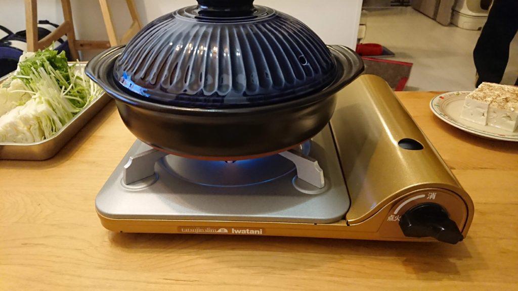 イワタニ「カセットフー 達人スリムIII」に鍋をセット。
