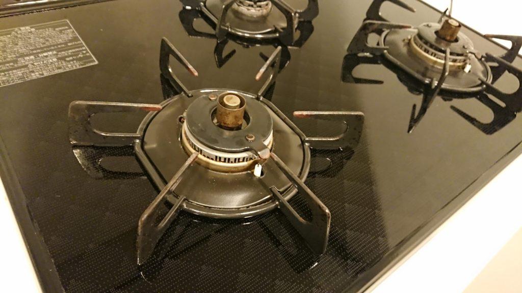 アズマ工業「アズマジック油汚れ洗剤」使用後のキッチン。