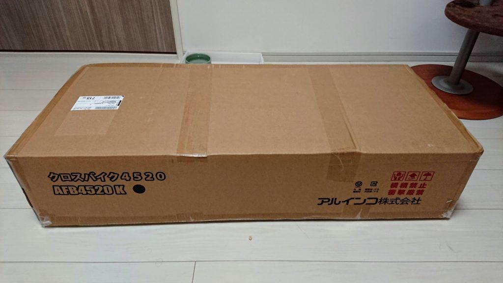 アルインコ「クロスバイクAFB4520K」のパッケージ。