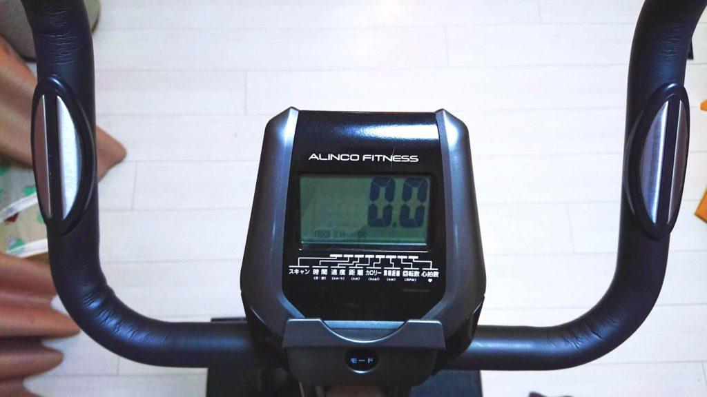 アルインコ「クロスバイクAFB4520K」のモニターと心拍数計測用端子付きハンドル。