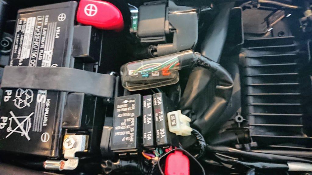 CBR650Rのウインカー&ナンバー灯のコネクター。