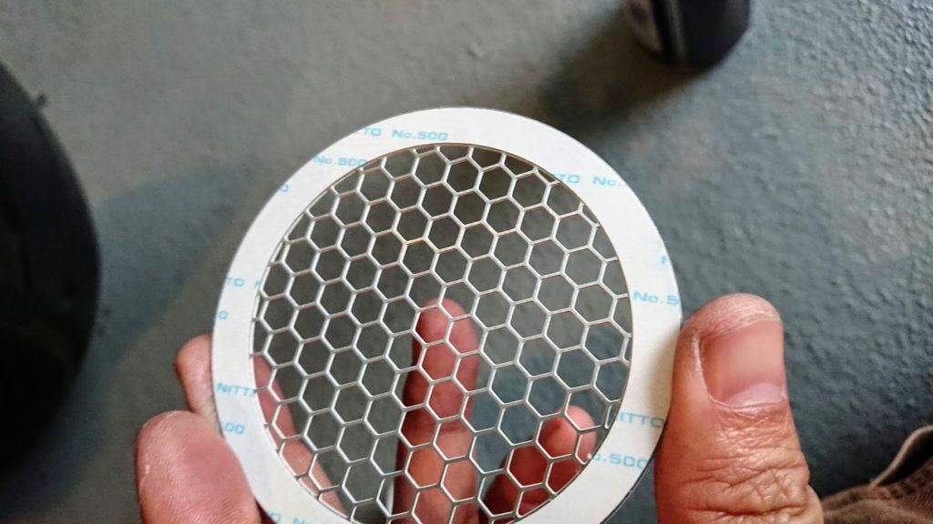 エッチングファクトリー「サイドスクープ タイプA」裏面の両面テープ。